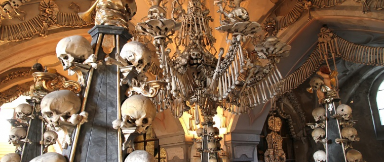 Kutna Hora and ☠ Sedlec ossuary
